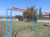 Η παλιά παιδική χαρά στο δημοτικό σχολείο (καταργήθηκε)
