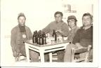 Σε καφενείο: Τσιόγκας Διον., Γκουτζ. Αθανάσιος, Παπακ. Δημήτριος, Τσακνάκαης Αθανάσιος